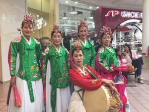 춤마니단-김정자, 오른쪽, Yenna Pilkington, Julia Kim, 조애숙, Audrey Park